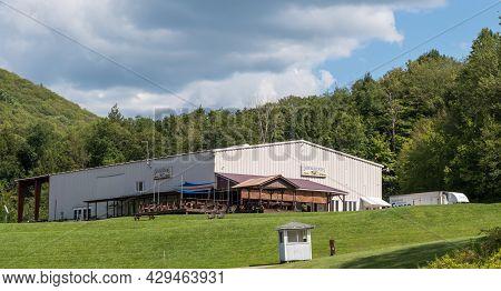 Glade Township, Pennsylvania, Usa August 3, 2021 Docksider's Cafe, A Restaurant At The Kinzua Wolf R