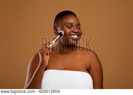 Beautiful Black Chubby Woman With Makeup Brush