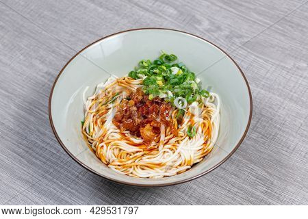 Mixed Noodles With Spring Scallion, Oil And Soy Sauce (taiwanese Foods)