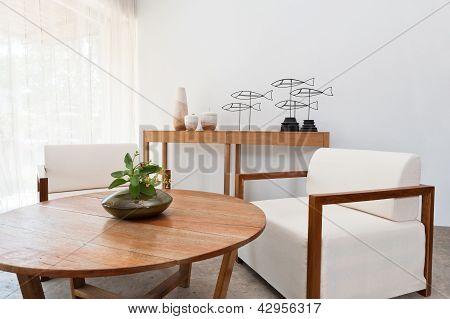 braun weiße Möbel im Wohnzimmer