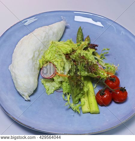 Egg White Omelette With Tomatoes, Asparagus And Mixed Lettuce Leaves