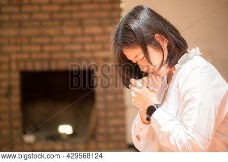 Christian People Are Praying