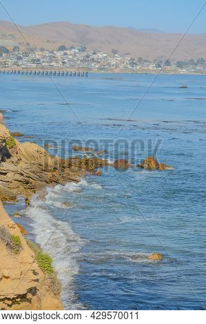 Rocky Coast On The Estero Bluffs State Park On The Pacific Ocean In Cayucos, San Luis Obispo County,