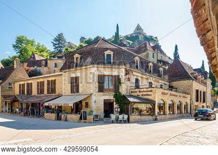 Beynac Et Cazenac, France - June 25,2021 - In The Streets Of Beynac-et-cazenac Village. Beynac-et-ca