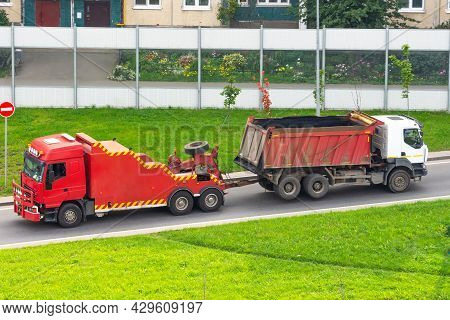 Powerful Big Red Semi Evacuation Truck Tractor Tows With Attached Broken Evacuated Truck With Body D