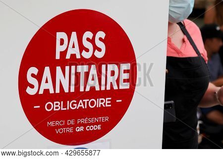 Bordeaux , Aquitaine France - 08 10 2021 : European Sanitary Pass In France Sanitaire Pass With Qr C