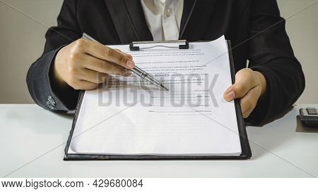 Real Estate Agents Are Submitting Approved Mortgage Request Forms To Clients, Sign Real Estate Contr