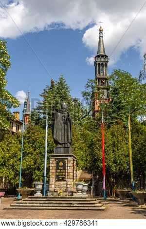 Lichen Stary, Poland - 25 May 2016: Monument To Pope John Paul Ii In Front Of The Saint Dorothy, Neo