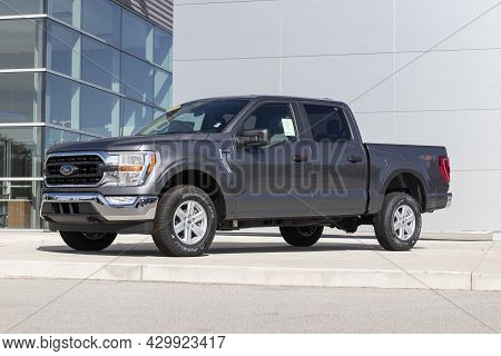 Kokomo - Circa August 2021: Ford F-150 Display At A Dealership. The Ford F150 Is Available In Xl, Xl