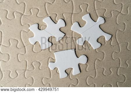 Jigsaw Puzzle On Incomplete Puzzle