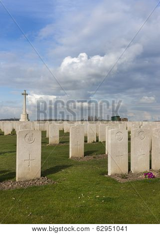 Bard Cottage Cemetery At Ypres, Flanders, Belgium - Portrait.