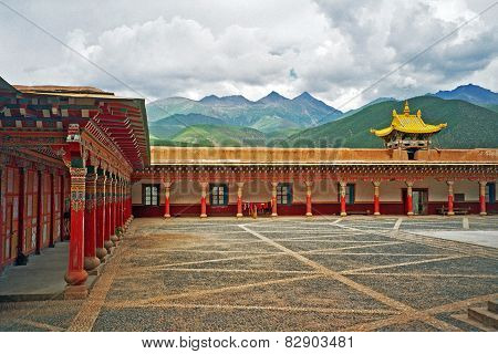 Oil Painting Stylized Photo Of  Tibetan Monastery In Xiancheng, China