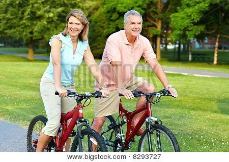Senior Couple Radfahren