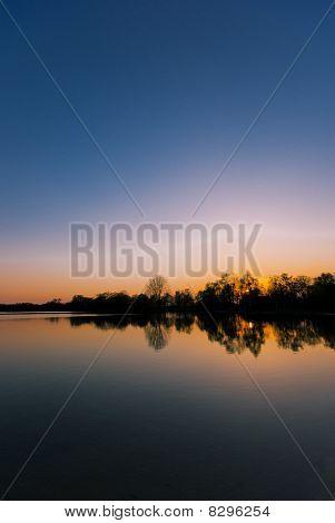 Sonnenuntergang an einem See