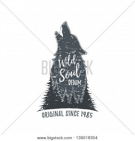 Wolf howling. Grunge logo template. Vector illustration