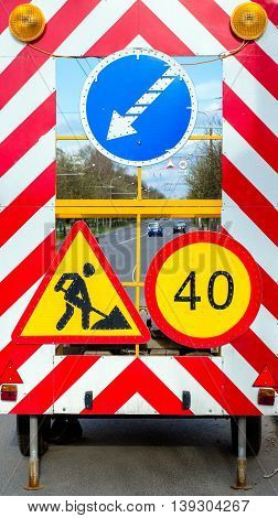 Panel road signs.Repairs road and the speed limit.