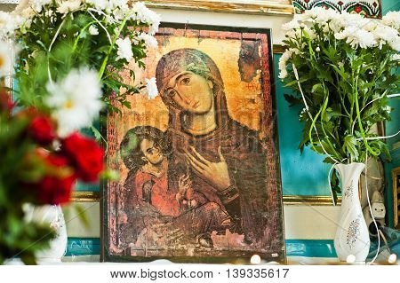 Mykykyntsi, Ukraine - Circa June, 2016: Old Wooden Image Icon Of The Mother Of God Mary And Child Je