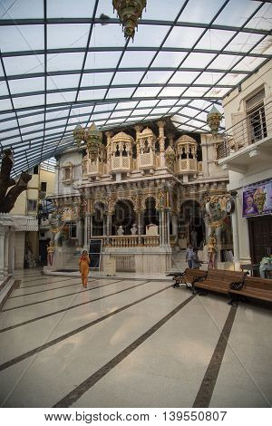 Babu Amichand Panalal Adishwarji Jain Temple In Mumbai
