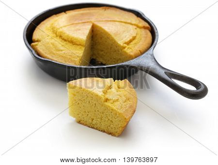 homemade cornbread in skillet, cuisine of the Southern United States