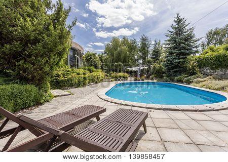 Luxurious Life In A Suburban Villa