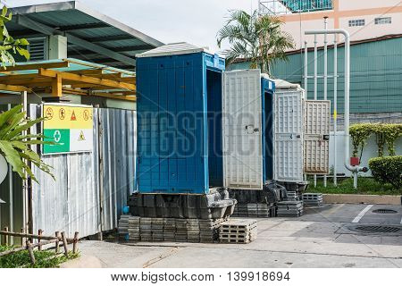 Temporary movable toilets at gas station, using while the toilet is in maintainence