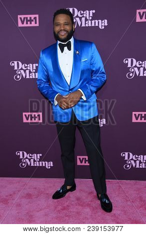 LOS ANGELES - MAY 03:  Anthony Anderson arrives for the VH1's 3rd Annual 'Dear Mama: A Love Letter to Moms' on May 3, 2018 in Los Angeles, CA