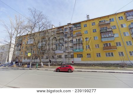 Nizhny Novgorod, Russia. - April 28.2018. Hasty Repairs And Painting Of The Facades Of Buildings Nea