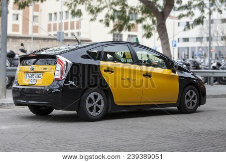 Barcelona, Spain. March 22, 2015: Taxi At The Main Station Of The City Of Barcelona In Spain. Classi