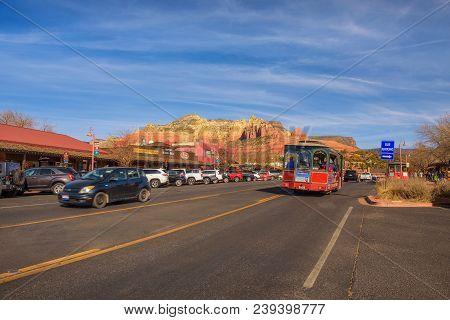 Sedona, Arizona, Usa - January 1, 2018 : Main Street Of Sedona With Tourists, Gift Shops And Restaur