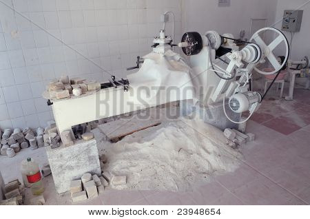 The machine for processing onyx