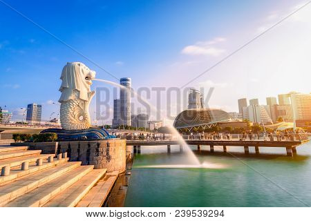 Singapore-april 30, 2018: Merlion Statue Fountain In Merlion Park And Singapore City Skyline At Sunr