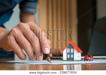 Real Estate Confirm Mortgage Contract (estate Agency Client Sign Contract) - Real Estate Concept