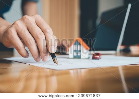 Close Up Of Real Estate Confirm Mortgage Contract (estate Agency Client Sign Contract) - Real Estate