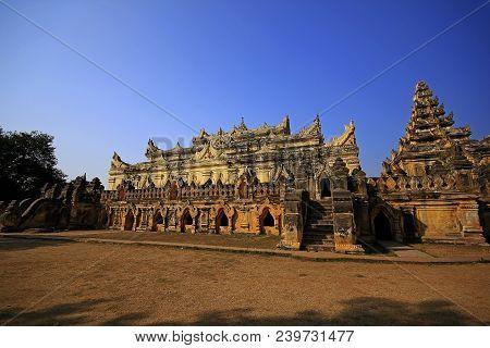 Temple Amarapura Maha Aung Mye Bon Zan.