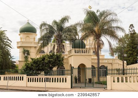 Dundee, South Africa - March 21, 2018: A Mosque, With Palm Trees In Front, In Dundee In The Kwazulu-