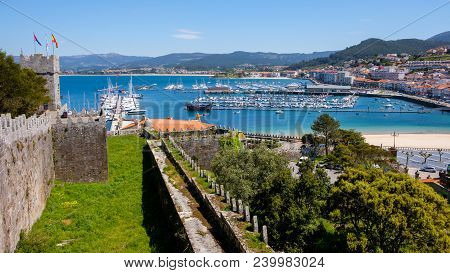 Baiona, Espanha - May 03, 2018 : From The Fortress We Have A Beautiful Panoramic View Of The City Of