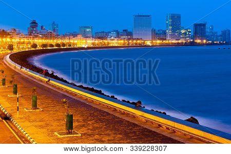 Beautiful Marine Drive In Mumbai City At Night