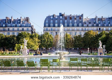 Paris/france - September 10, 2019 : Aisles And Pond Of The Tuileries Garden In Summer