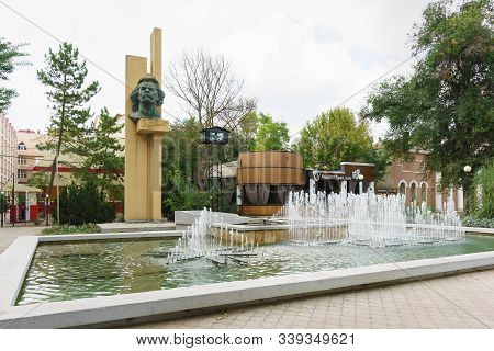 Yevpatoria, Crimea, Russia-september 7, 2019: Monument To Russian Writer Maxim Gorky And 3d Fountain