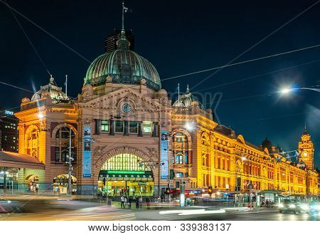Melbourne, Australia - December 16, 2009: Lighted Yellow Historic Building Of Flinders Street Railwa