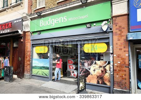 London, Uk - July 7, 2016: Customers Visit Budgens Grocery Store In London. Budgens Is Part Of Booke