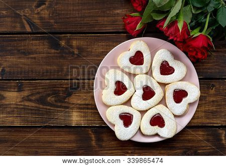 Heart Shaped Linzer Cookies In Pink Plate On Wooden Table