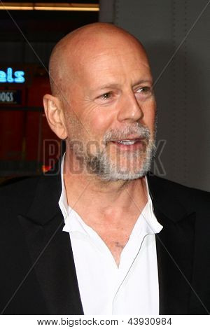 LOS ANGELES - MAR 28:  Bruce Willis arrives at the