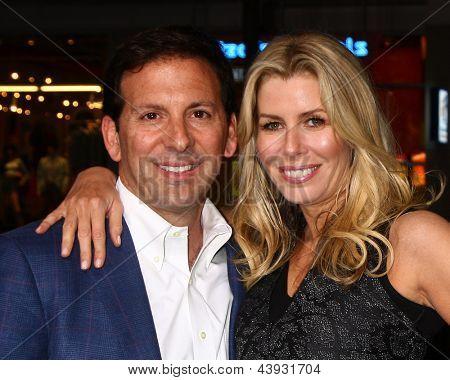 LOS ANGELES - MAR 28:  Reid Drescher, Aviva Drescher arrives at the