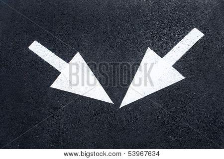 Arrow signs as road markings