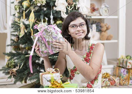 Shaking Christmas gift
