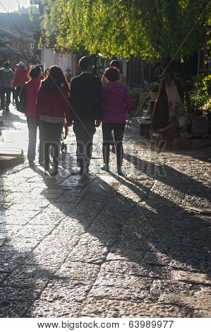 Crowd Walking In Lijiang Dayan Old Town .