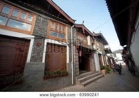 Crowd Walking In Lijiang Old Town .