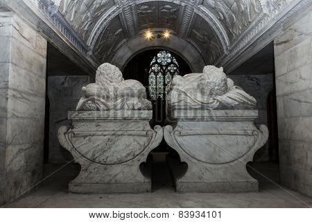 statue of  king Francois premier and queen claude de France