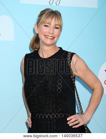 LOS ANGELES - SEP 24:  Meredith Monroe at the 5th Annual Red Carpet Safety Awareness Event at the Sony Picture Studios on September 24, 2016 in Culver City, CA